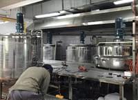 饮料厂安装工作台